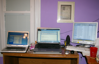 Three computers on a desk, left to right NT laptop, Vista laptop, MacMini.